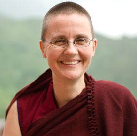 Geshe Kelsang Wangmo est la première nonne à accéder au titre de Geshé
