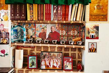 Autel dans la chambre d'une des nonnes de Dolma Ling , mars 2008